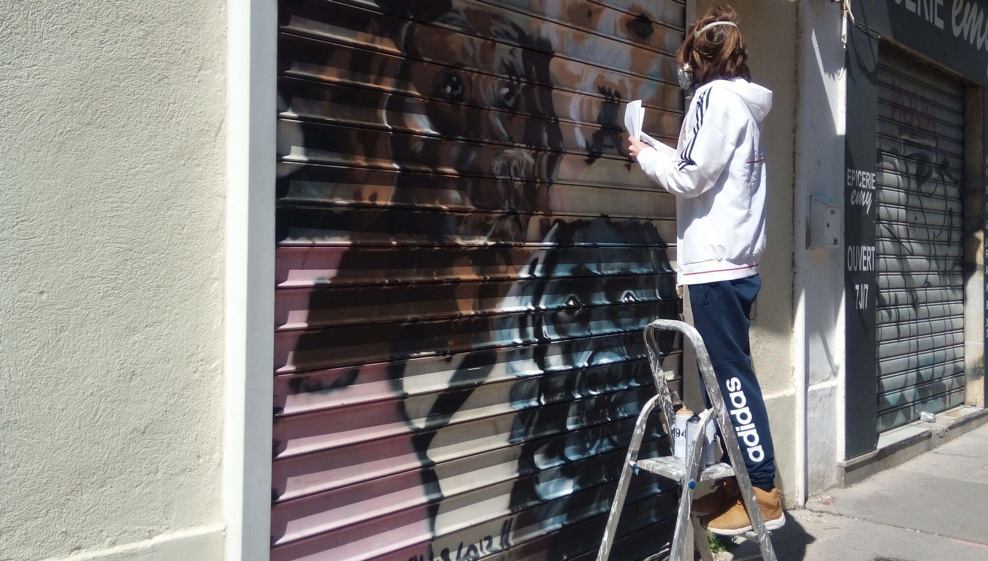 réalisation peinture sur rideau de fer, centre ville de Marseille